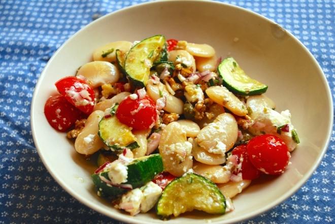 Lun bønnesalat med squash, feta & rosmarin